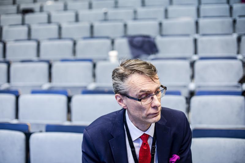 Oikeuskansleri Tuomas Pöysti sanoo, että oikeudenkäyntien todisteiden muuttuminen digitaalisiksi on sekä mahdollisuus että uhka.