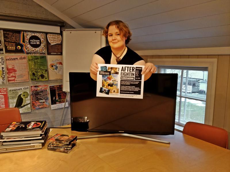 Nara Uusihanni jakaa elokuvien katselukokemusten muidenkin kanssa vastaperustamassaan suomenkielisessä elokuvakerhossa.