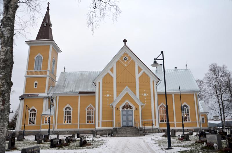 Nivalan kirkko adventtina 2018. Kirkkoremontin kakkosvaihe alkaa kesällä 2020.