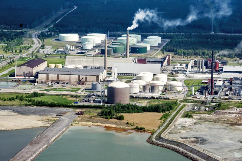 Näkymä Kokkolan suurteollisuusalueelle kesäkuussa 2014. Freeport Cobalt ja Boliden Kokkola kuuluvat Keski-Pohjanmaan merkittävimpiin yhteisöverojen maksajiin.