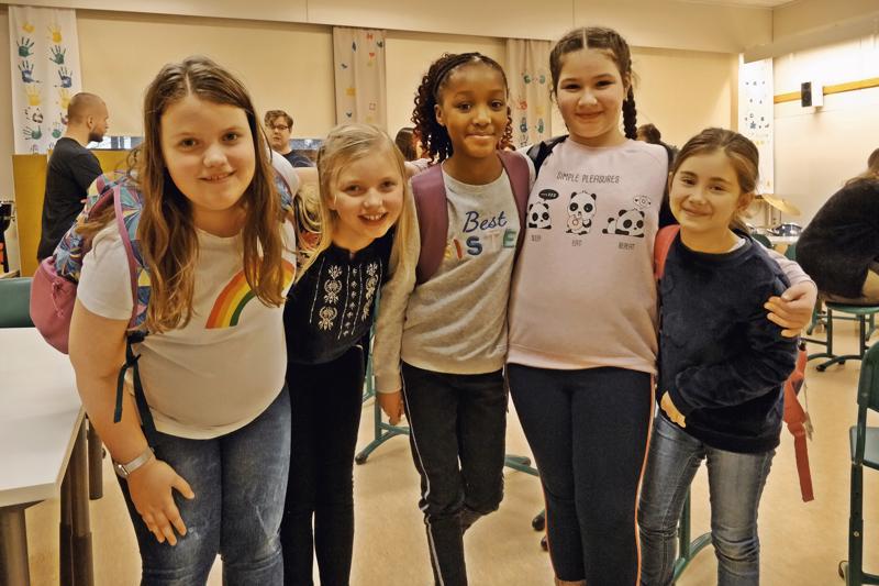 - Kivaa on! Keterinin, Sofian, Necularin, Sofian ja Sharian mielestä  iltapäiväkerho on kouluviikon kohokohta. - Me soitetaan, lauletaan ja saadaan kokeilla eri soittimia.