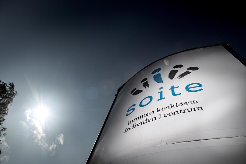 Soiten viime viikon perjantaina järjestämät Keski-Pohjanmaan Keskussairaalan 50-vuotisjuhlat ovat aiheuttaneet keskustelua jälkikäteen.