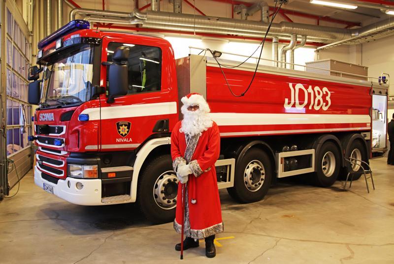Mitäpä olisi Päivä paloasemalla ilman Joulupukkia.