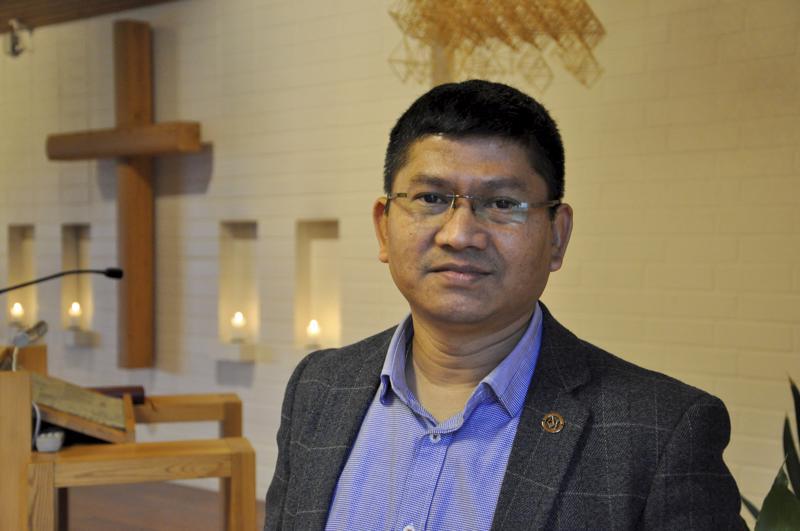 Lähettivieras. Raju Nepal vieraili Toholammilla sunnuntaina 24. marraskuuta.
