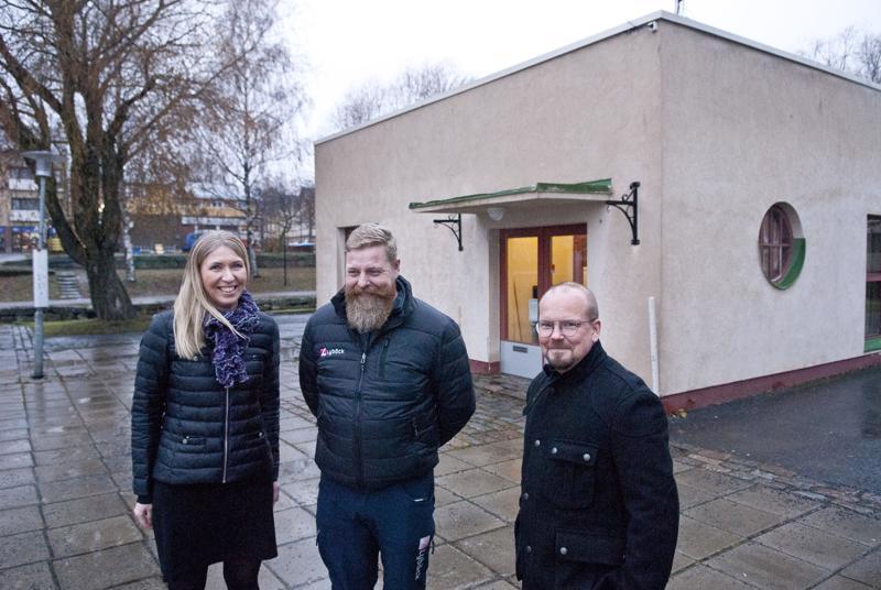 Teea Pietilä, Marvin Kiviniemi ja Jani Kettunen toivovat, että Kalahallin uudet toimijat tuovat lisää elämää torille.