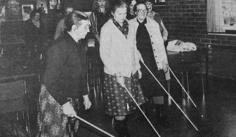 Toissa viikolla järjestettiin liikkumistekniikan kurssi näkövammaisille. Kurssin ohjaajana toimi Sokeain keskusliiton Oulun piiristä kuntoutussihteeri Jussi Särkelä. Kurssin toisen päivän ohjelmaan kuului liikkuminen kepin kanssa.