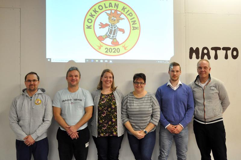 Uuden seuran hallituksen jäsenet esittelivät seuran logon. Heikki Laine (vas.), Petri Forsell, Johanna Forsell, Marika Hirvi, Janne Viitanen ja Jouko Salmela.