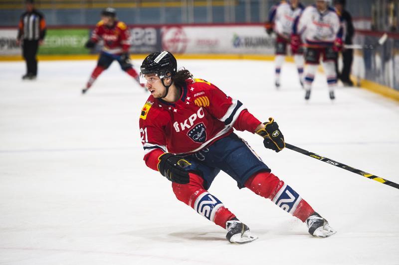 Zdenek Sedlak palasi kokoonpanoon ja pelasi pirteästi Uomalan ja Markkulan kaverina.