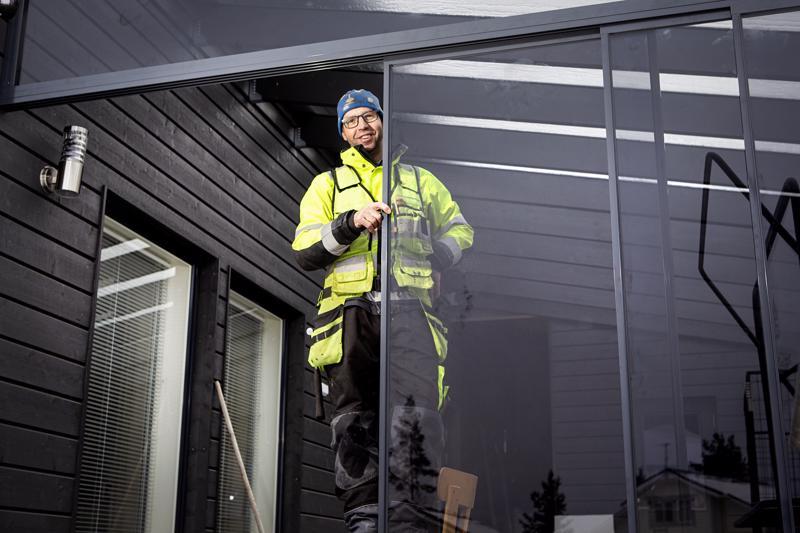 Arto Rahkola rakensi Kesärannan alueelle pysyvän kodin itselleen ja vaimolleen.