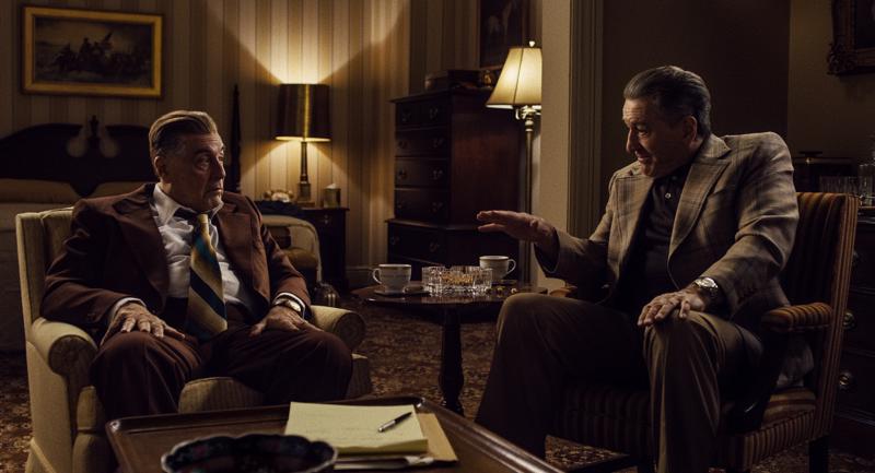"""Nerokas Al Pacino on vähällä varastaa show'n, mutta mestarinäyttelijä Robert De Niro pitää """"irlantilaisena"""" pintansa."""