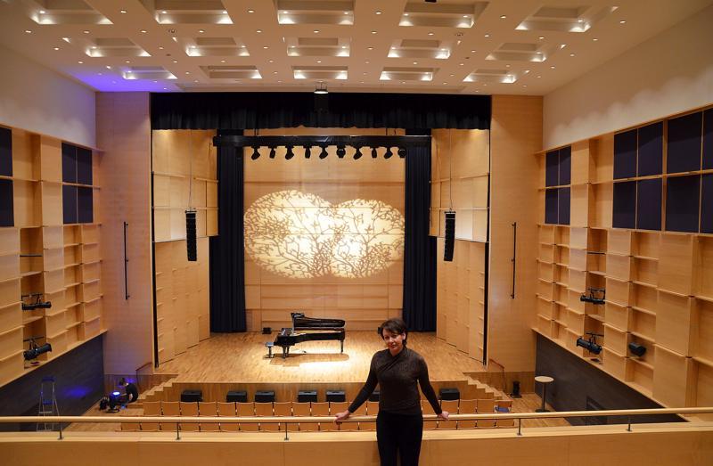 Kulttuurijohtaja Katriina Leppänen kertoo, että Akustiikka vuokraa korkeatasoista salia valtakunnan huippuesiintyjille, jotka itse määrittelevät konserttilippujen hinnat.