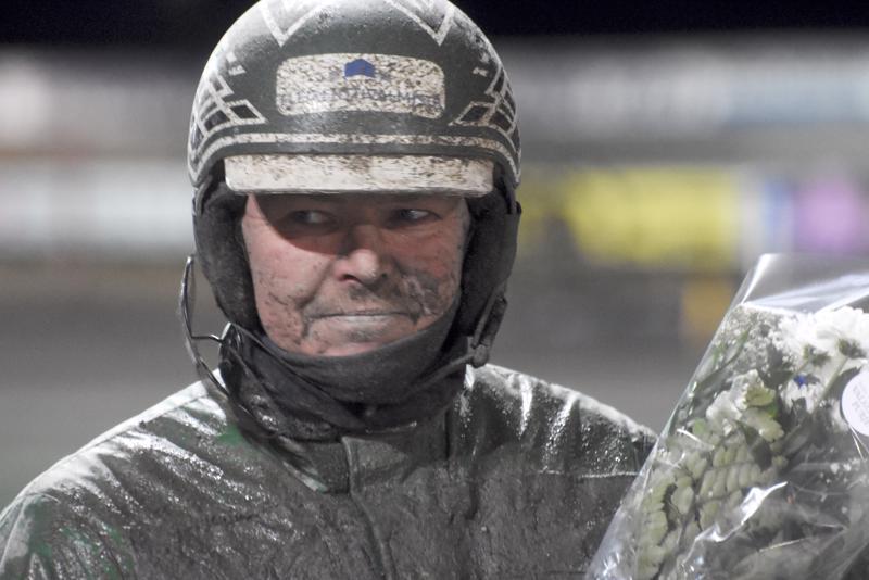 Niko Jokela ohjasti lämminveristen kovimman lähdön voittoon Invincible H.C:n rattailla.