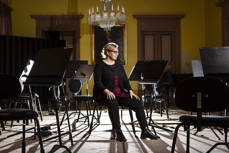 Intendentti Marjukka Puution on huolehdittava siitä, että Kamariorkesterin soittajien työolot ovat kunnossa.