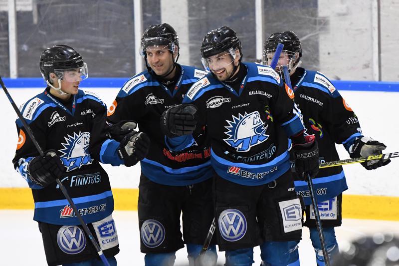 YJK:n Lauri Laakko pääsi tuulettamaan maalia kahteen otteeseen KISEä vastaan.