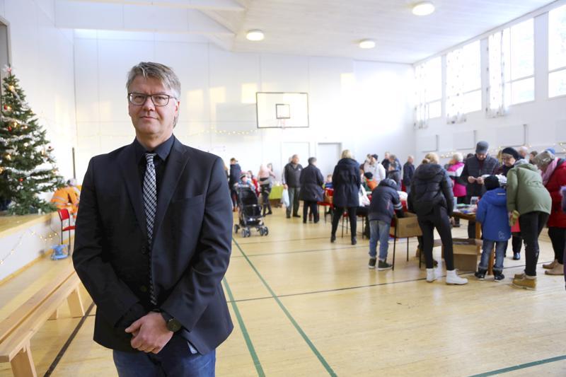 Perhon joulunavauksessa Juha Anttilan työterveyslääkärin palveluja myyvä yritys palkittiin yrittäjäpalkinnolla. Anttila on työllistänyt yrityksessä itsensä yli kymmenen vuoden ajan.