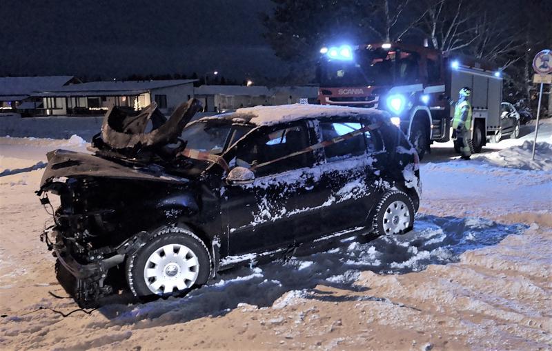 Molemmat autot vaurioituivat etuosastaan pahoin. Onnettomuus sattui Visalantiellä lähellä Pakolan asuinaluetta.