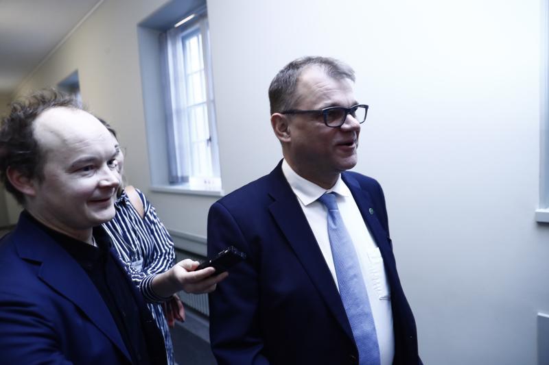 Entinen pääministeri Juha Sipilä (kesk.) oli vakava ja täysin puhumaton.
