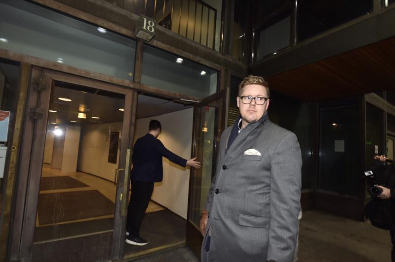 Antti Lindtman saapui puoluehallituksen kokoukseen.