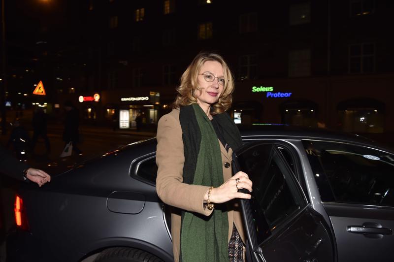 Eurooppaministeri Tytti Tuppurainen saapumassa puoluehallitukseen.