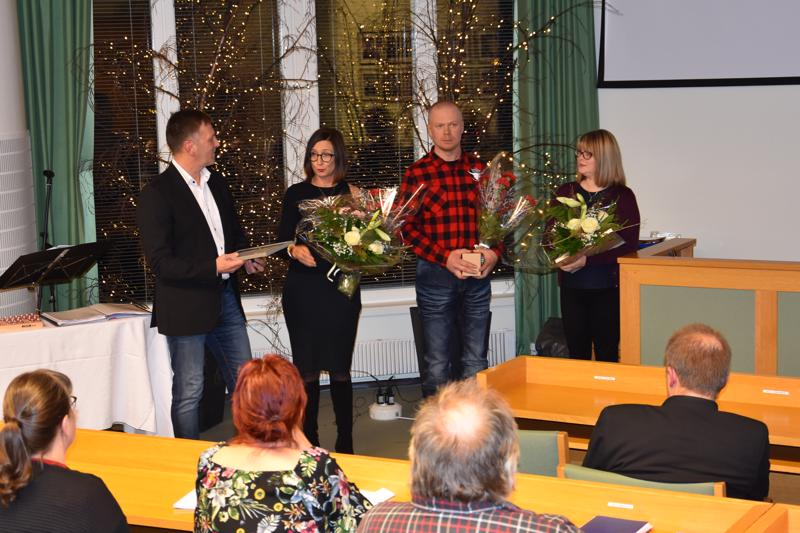 Kannuksen kaupunki ja yrittäjäyhdistys valitsivat kuluvan vuoden yrittäjiksi Milko (vasemmalla) ja Kristiina Liedeksen Kannuksen Keskuspesulan sekä Sakari ja Anne Isohannin Tuomolan karjatilan.