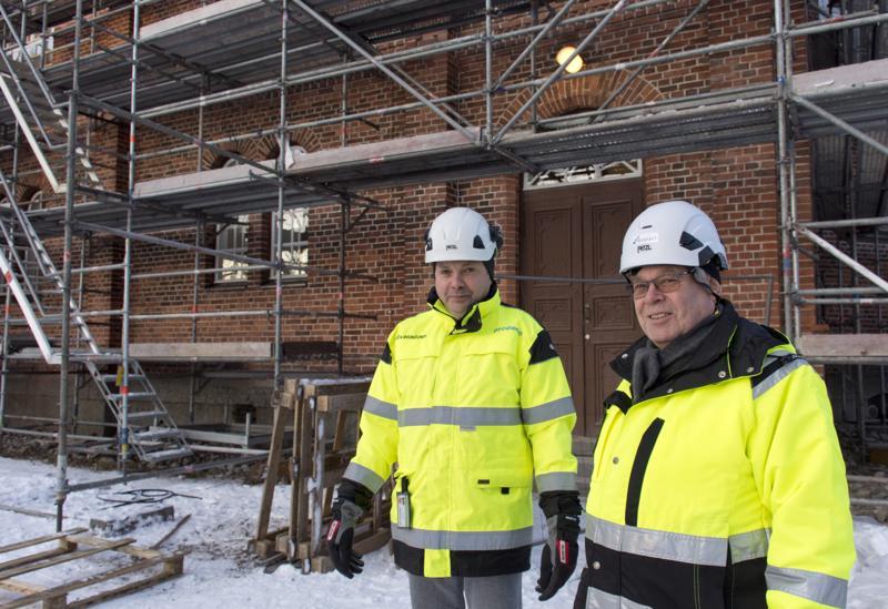 Kalajoen kirkon remontin toinen vaihe valmistuu itsenäisyyspäiväksi, kertovat valvoja Marko Pakkala ja rakennuttaja-konsultti Matti Antikainen.