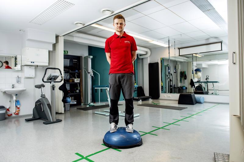 Kokkolan OMT-klinikalla työskentelevä Tommi Halonen valmistui fysioterapeutiksi vuonna 2006. Sen jälkeen hän on suorittanut vielä OMT-fysioterapeutin erikoistumisopinnot, joissa perehdyttiin muun muassa manipulaatiohoitoihin.