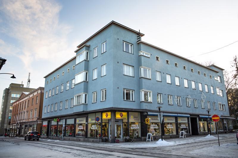 M.A. Slotte & Co.:n pääliike sijaitsi pitkään talvisodan vuosina 1939-40 rakennetun kivitalon katutasossa.