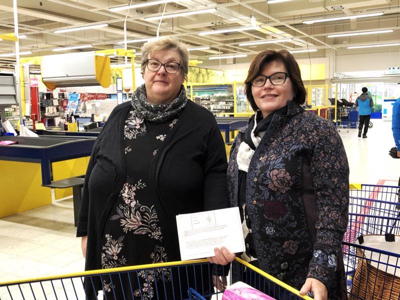 Keräyksessä vapaaehtoisina toimijoina olleet Alli Aitto-oja ja Kaarina Pyykkönen totesivat kuudennen kerran toteutetun kampanjan olevan tuttu nivalalaisille.