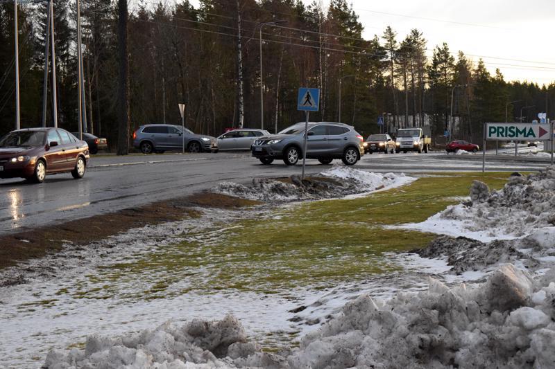 Kaavamuutosta pohdittaessa nousi esiin kysymys Lidlin ja Prisman risteysalueesta, jossa liikennettä on joka suuntaan.