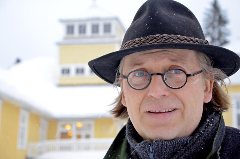 Raudaskylän kristillisen opiston rehtorina 15 vuotta työskennelleelle Jukka Hautalalle myönnetään itsenäisyyspäivänä kunniamerkki.