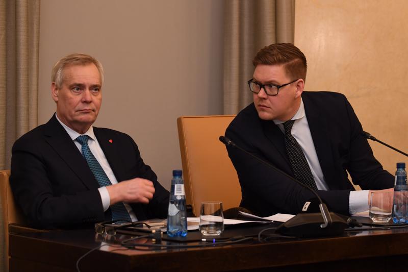 Sdp:n puheenjohtaja Antti Rinne toimii hallitustunnustelijana. Suurimman eduskuntaryhmän sdp:n puheenjohtaja Antti Lindtman oli kutsunut koolle eduskuntaryhmien ja puolueiden puheenjohtajat.