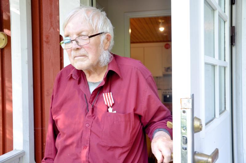 Pentti Pöytäsaari asuu edelleen omakotitalossaan Vetelin Räyringissä. Hän osallistui jatkosotaan ja Lapin sotaan sekä jäi saksalaisten sotavangiksi.
