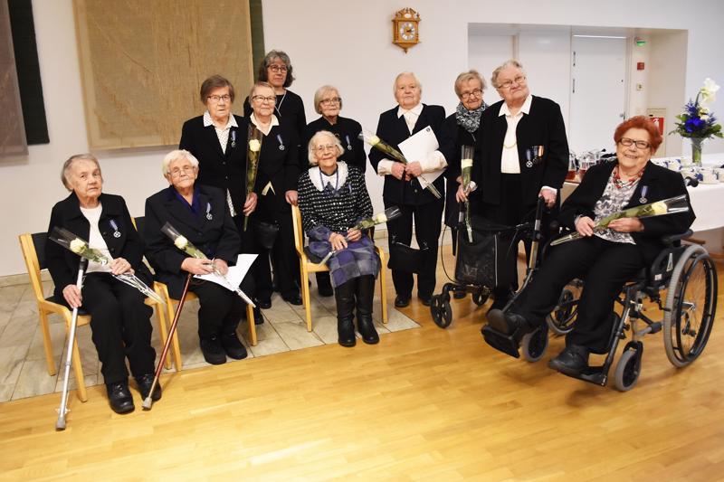 Lottien muistomitalilla palkittiin kaikkiaan 37 haapavetistä naista. Heistä kymmenen pääsi osallistumaan itsenäisyyspäivän juhlassa järjestetyyn mitalienjakotilaisuuteen. Osan mitaleista vastaanottivat lottien läheiset.