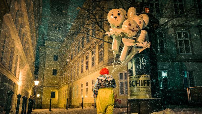 Wieniin ajankohtaistettu sarjamurhaajatarina on uusintaversio Fritz Langin saksalaisklassikosta M – kaupunki etsii murhaajaa.