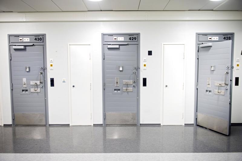 Rikosseuraamuslaitos on ryhtynyt useisiin toimenpiteisiin suojellakseen vankiyhteisöä ja vankilahenkilökuntaa jengivankien painostukselta ja uhkailulta.