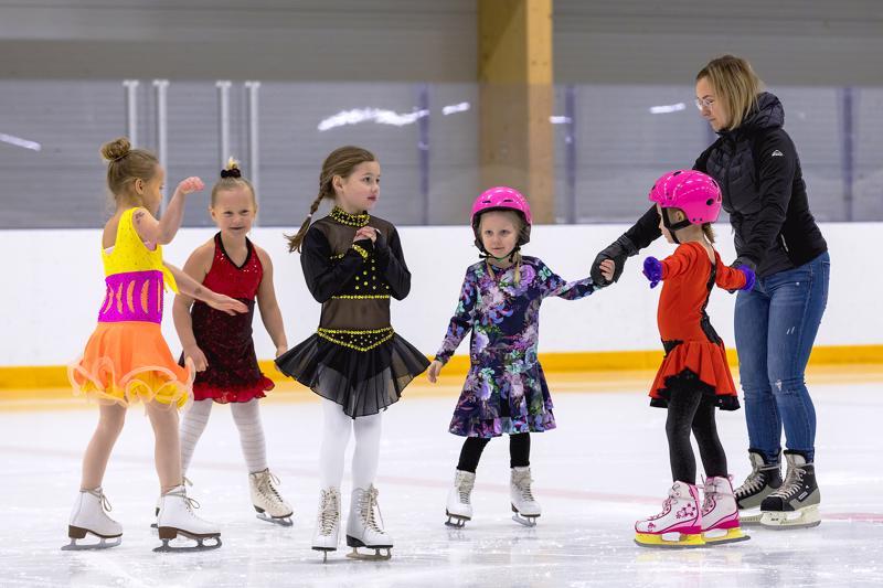 United Northern Skaters ry:n joulunäytös oli historian ensimmäinen Haapavedellä nähty taitoluistelunäytös.