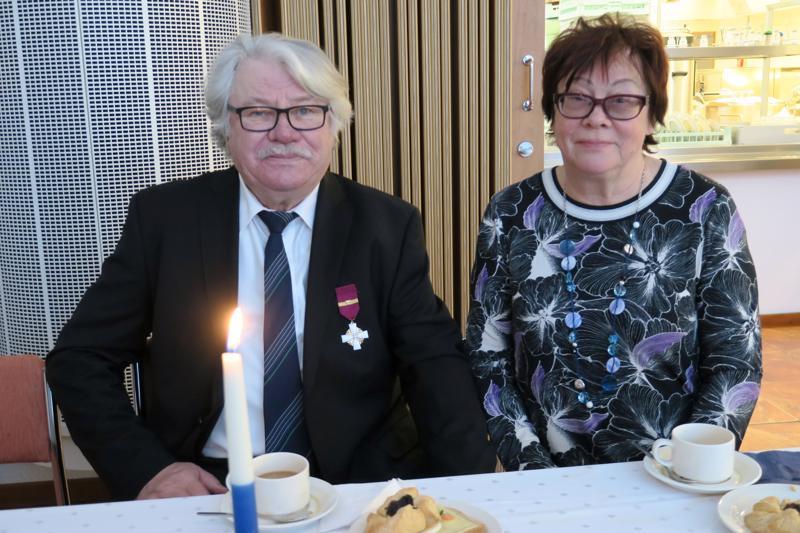 Viljo Hosio saapui juhlaan Mimmu Kirjavaisen kanssa. Hosion isä oli sodassa viisi vuotta.