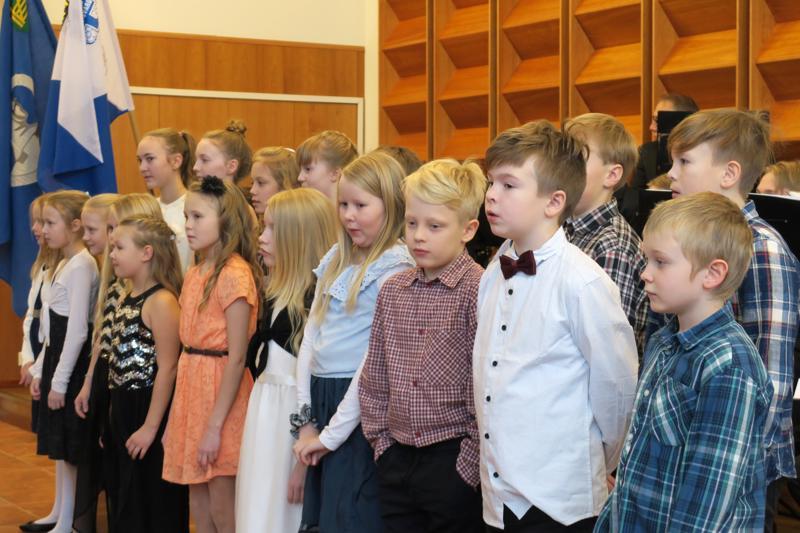 Järvikylän koulun oppilaiden kauniissa esityksessä oli laulua, soittoa ja lausuntaa.