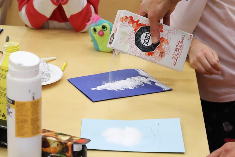 Ruokasuolan ja liiman avulla saadaan 3D-kortteja nopeasti ja helposti.
