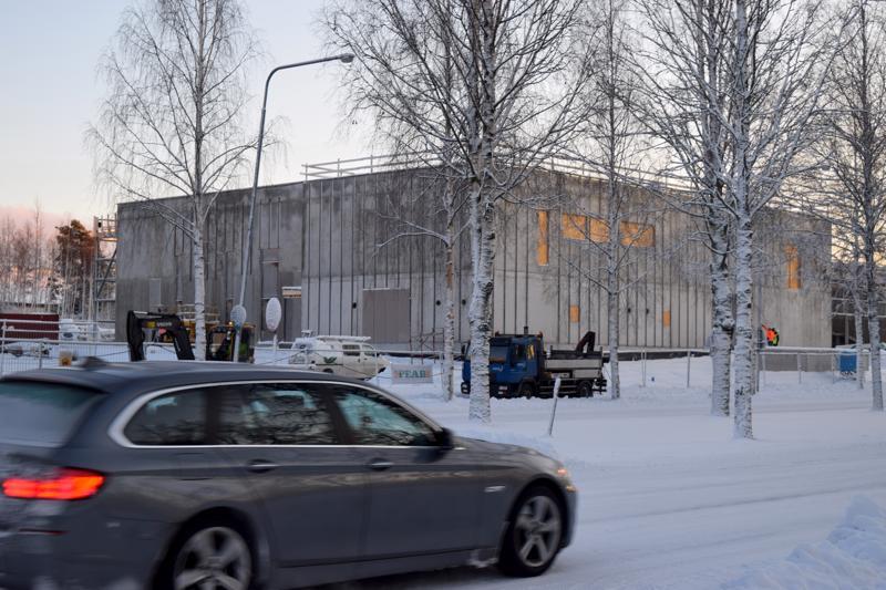 Kielikylpykoulu nousee Pietarinpuistikon varteen. Seuraavaksi työn alle otetaan Oxhamnin koulu. Rakentaminen tuskin jää tähänkään, sillä suunnitelmissa on ratkoa Pietarsaaren alakoulujen pulmia uudella investoinnilla tulevina vuosina.