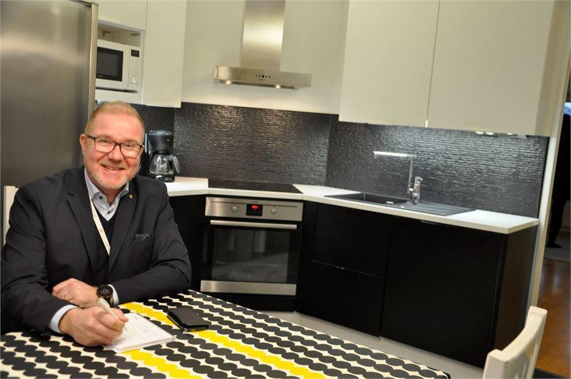 """""""Kauppa syntyy usein hyvinkin nopeasti, kun kohde on hinnoiteltu oikein ja välittäjä on aktiivinen. Tämäkin koti myytiin kahdessa viikossa kiinteistönvälittäjä Merja Ylikorven toimesta."""", toteaa Jukka Toikkanen."""