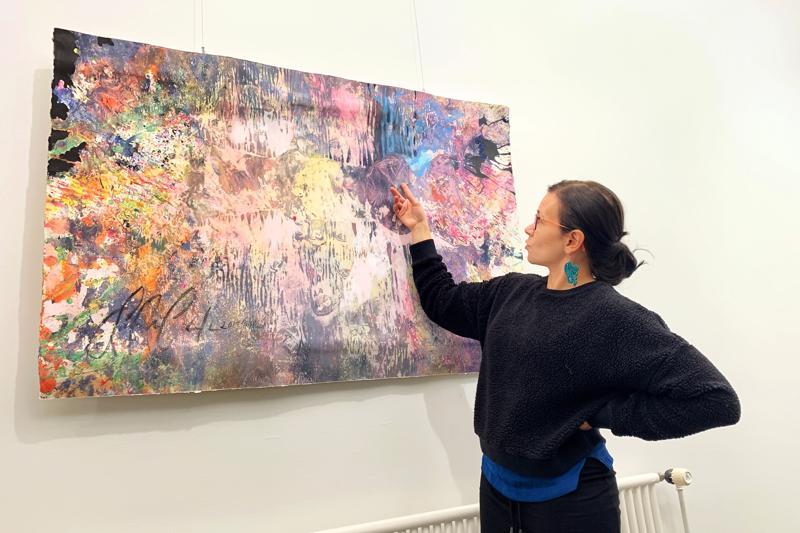 Sanna-Mari Prittinen on kuvataiteilija ja kuvataideopettaja. Hänen vetämiensä yhteisötaidepajojen tuotoksia on esillä Akustiikan näyttelysalissa Ylivieskassa.