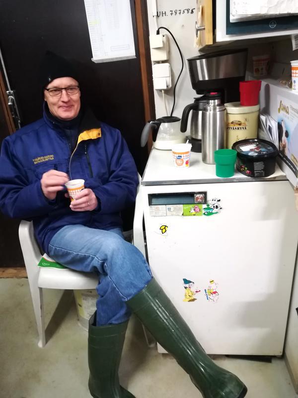 –Joidenkin tilojen sosiaalitiloista löytyy jääkaappi eväitä varten, Pyhäjärven johtava lomittaja Juhani Vesamäki kertoo.