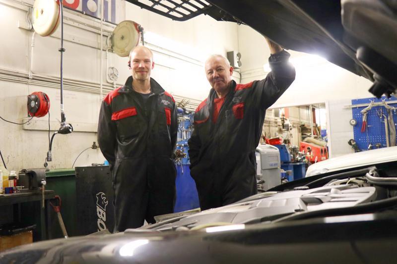 Haapalan Autotuuli on Lasse ja Raimo Haapalan omistama autokorjaamo.