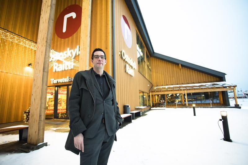 Juho Ojanperä on Raitin uusi ostoskyläpäällikkö.