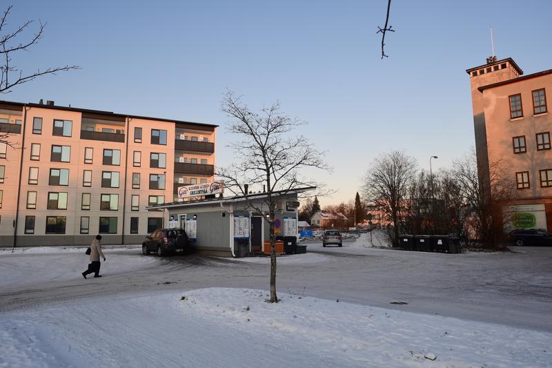 Kokkolan kaupunkikeskustassa jo pitkään toiminut Keski-Pohjanmaan autogrilli sijaitsee vuokratontilla Pitkänsillankadulla.
