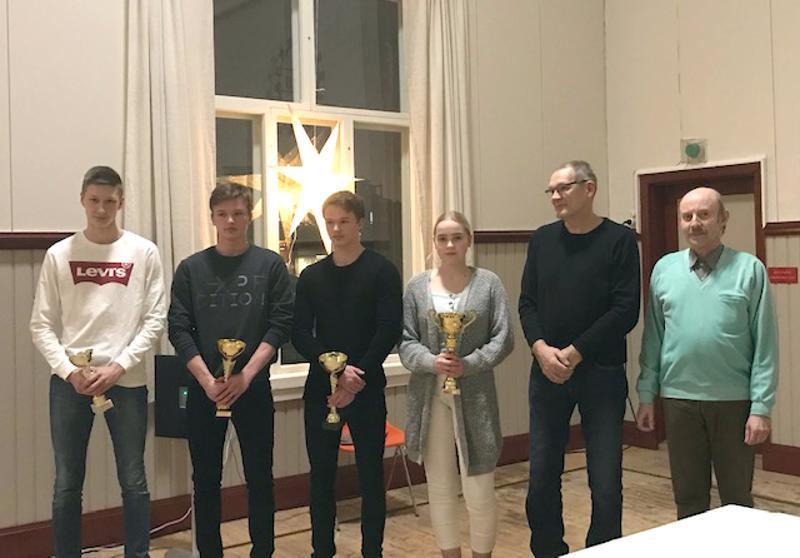 Kuvassa vasemmalta Tatu Venetjoki, Eero Tuorila, Esko Tuorila, Netta Kurikkala, Roiman puheenjohtaja Juha Tuliniemi ja sihteeri Eero Kinare.