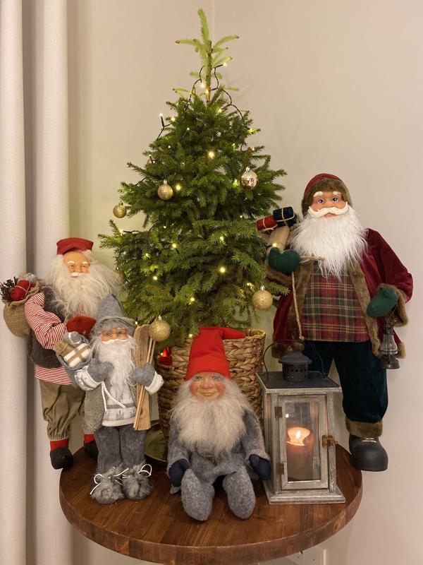 Hannele Viiperin joulukuusiasetelma on tunnelmallinen ja vie vähän tilaa.