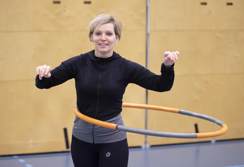 Nina Hietanen toivoo, että hulavannebuumi toisi pienet liikuntatuokiot pysyväksi tavaksi mahdollisimman monen elämään.