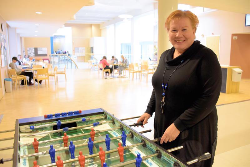 Vetovastuu Pietarsaaren lukiolla vaihtui. Minna Vanhamäelle rehtorin työt ovat entuudestaan tuttuja. Työkokemusta löytyy kolmen lukion johtamisesta.  Oikeastaan hän oli suorittanut jo suomenkieliseen pietarsaarelaisuuteen kuuluvan perustutkinnon: hänellä on taustallaan vuosia järviseutulaisessa opetusympäristössä.